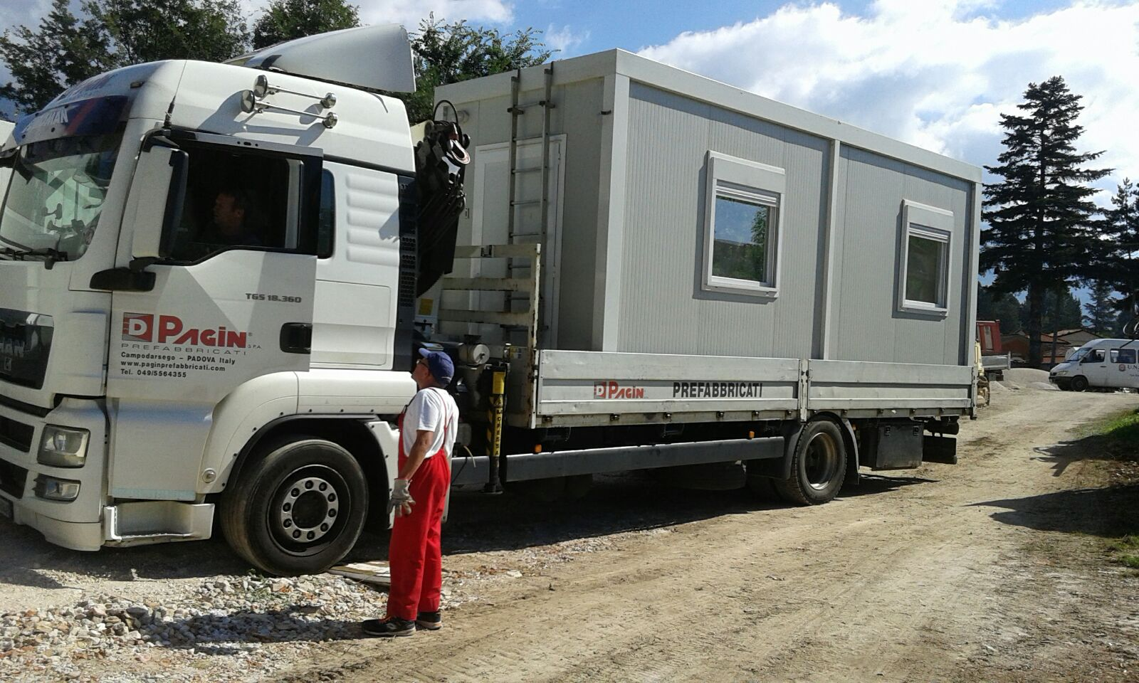 Truck Carrying Pre Fabricated Housing Unit